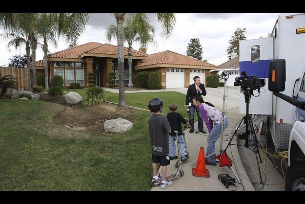 Les télévisions campent devant la maison de Mildred Patty Baena, en Califonie.