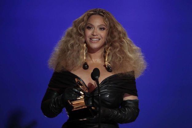 Beyoncé aux Grammy Awards en mars 2021.