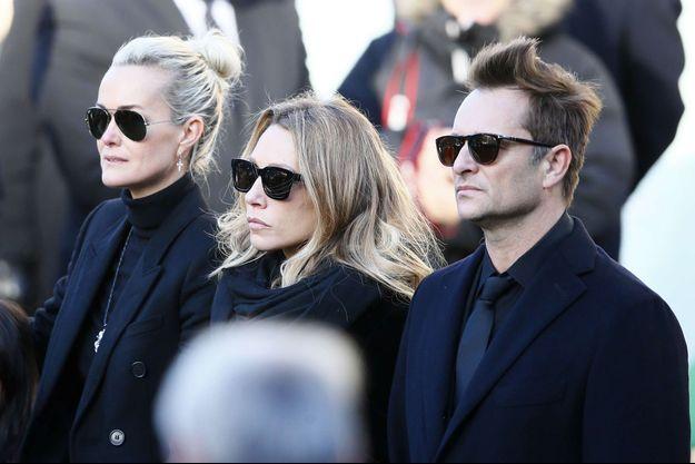 Laeticia Hallyday, Laura Smet et David Hallyday à la Madeleine le 9 décembre 2017.