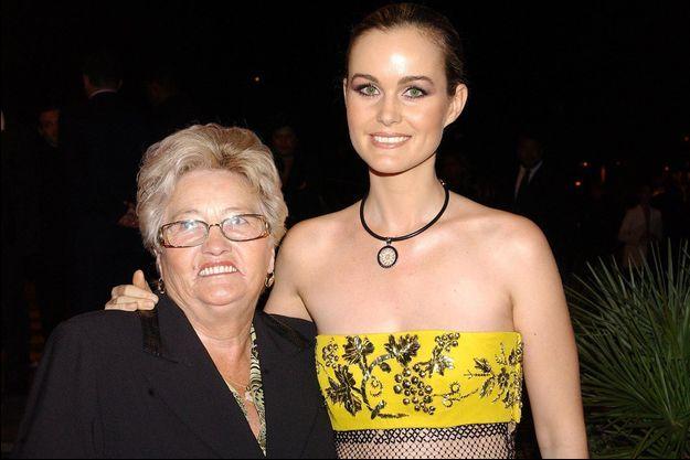 Laeticia Hallyday et sa grand-mère Elyette Boudou en 2003.