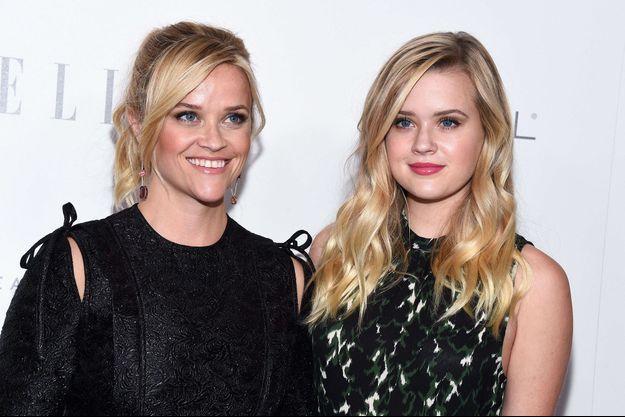 Reese Witherspoon et Ava Philippe, mère et fille, posent à Los Angeles, le 16 octobre 2017.