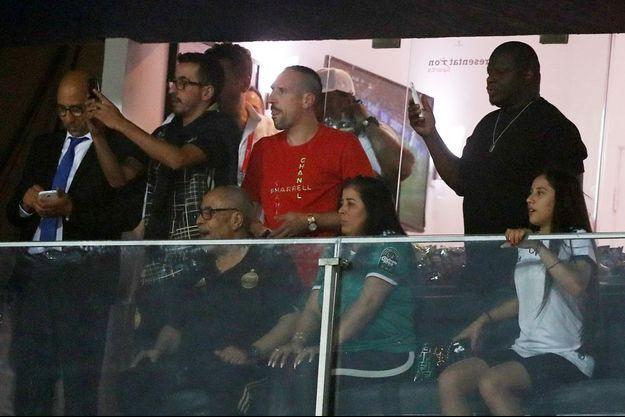 Franck Ribéry en famille dans les tribunes du stade du Caire, en Egypte.