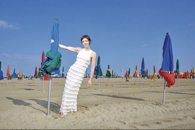 Sur la plage de Deauville, le 1er septembre. Sara Giraudeau, 33 ans, avoue avoir un faible pour les planches… mais aujourd'hui, c'est le cinéma qui la met en pleine lumière.