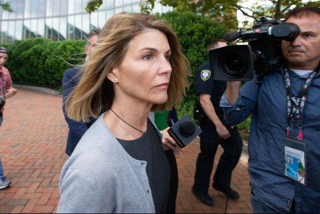 Lori Loughlin à la sortie du tribunal, en août dernier.
