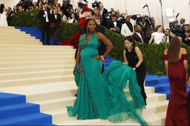 Serena Williams, enceinte, avec son fiancé Alexis Ohanian, le 1er mai dernier lors du Metropolitan Museum of Art Costume Institute Gala, à New York.