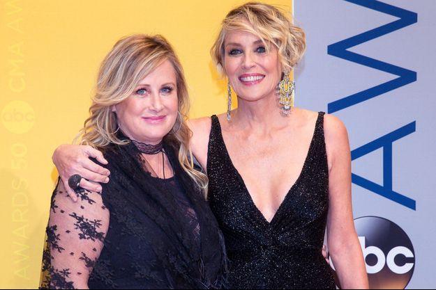 Kelly et Sharon Stone en 2016.