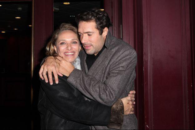 Nicolas Bedos avec sa mère Joëlle Bercot à Paris, le 24 décembre 2013