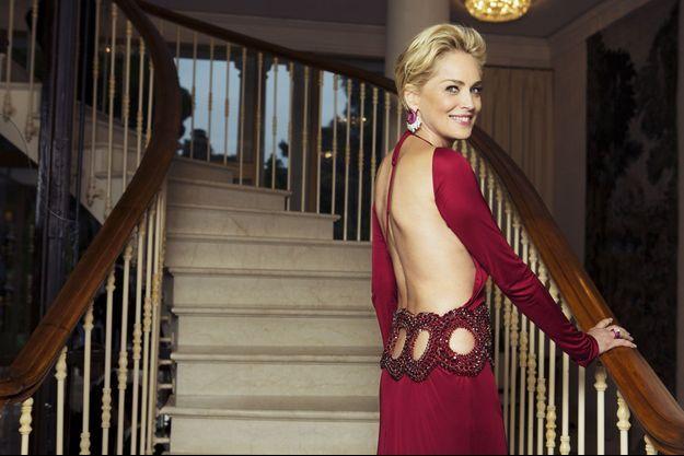 Dans le lobby de l'Hôtel du Cap-Eden-Roc, jeudi 22 mai, robe Roberto Cavalli, bijoux de Grisogono.
