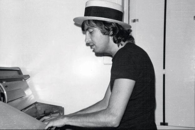 Yves Lecoq au piano, il y a quarante-deux ans.