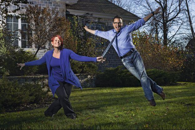 Le 4 novembre, devant la maison de Boucherville, près de Montréal. Jean-Marc rentre de Paris, le duo se reforme pour les retrouvailles.