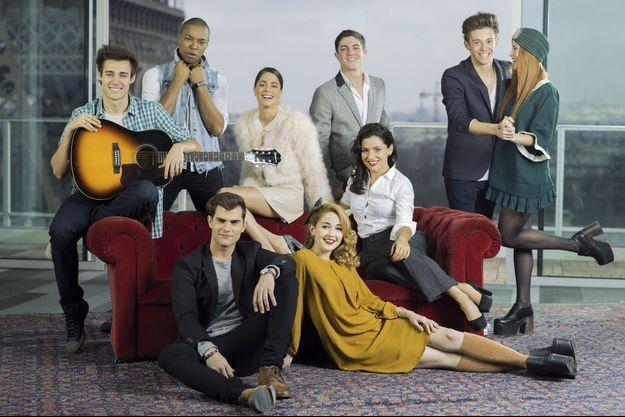 La troupe argentine de Violetta, autour de Martina Stoessel, le 16 février à Paris.