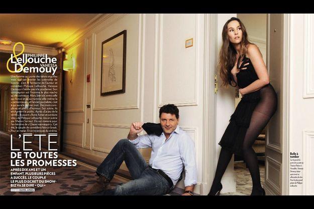 Sur le pas de la porte de sa suite au Trianon Palace à Versailles, Vanessa Demouy laisse apercevoir sa silhouette de rêve. Pour le plus grand plaisir de Philippe Lellouche.