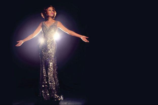 A 45 ans, comme ressuscitée. Après sept ans d'absence, elle sort son 7e album, « I Look to You ».