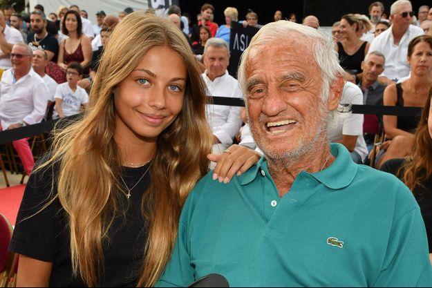 Jean-Paul Belmondo et sa fille Stella , ici à un gala de boxe au Cannet en juillet 2019.