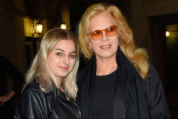 Sylvie Vartan et sa fille Darina Scotti-Vartan en septembre 2017, à Paris.