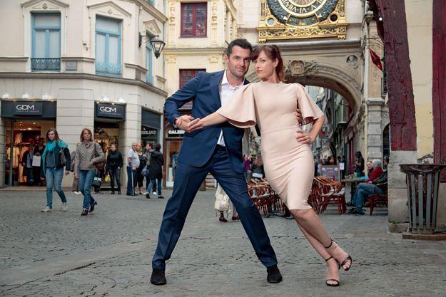 Dans les rues de Rouen, où il a grandi, avec Maurine Nicot, danseuse et chorégraphe. A l'aise en ville comme à la scène.