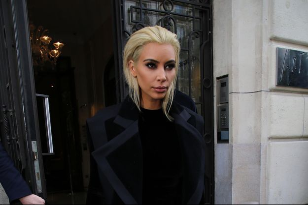 Le noueau look de Kim Kardashian pour la Fashion Week de Paris