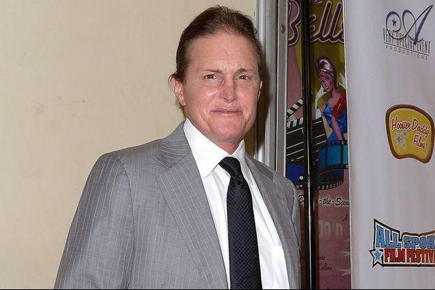 Bruce Jenner photographié en robe à Malibu Bruce Jenner à Los Angeles en novembre 2013