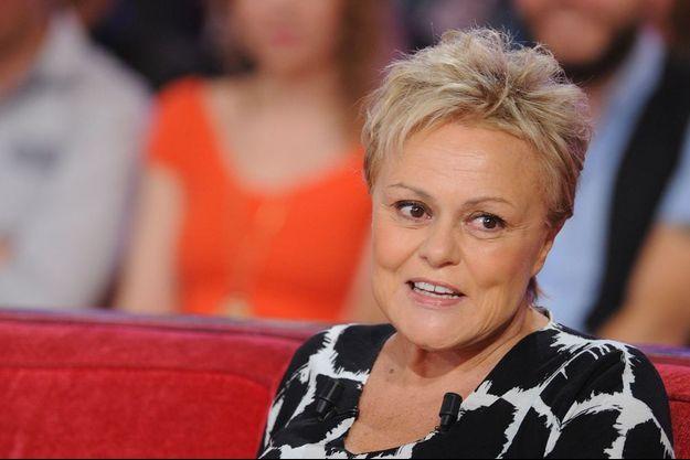 """Muriel Robin lors de l'émission """"Vivement Dimanche""""."""