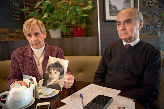 Maryse Rivoire et Jean-Claude Delarue, à Boulogne, le 6 mars. Divorcés depuis de nombreuses années, ces deux anciens professeurs d'université font bloc pour défendre la mémoire de Jean-Luc.