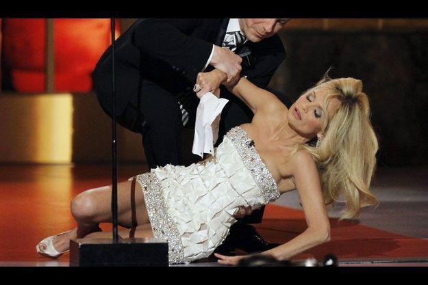 En 2010, Kristin Chenoweth chute sur lors de la cérémonie des Tony Awards. Mais il s'agissait alors d'une blague.