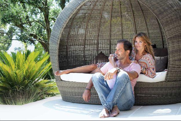 Cet été, entourés de nature dans l'arrière-pays cannois, Ingrid et Thierry, plus soudés que jamais.