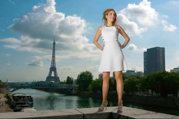 Une vraie Parisienne. La chroniqueuse qui interroge sans concessions les stars est en passe d'en devenir une.