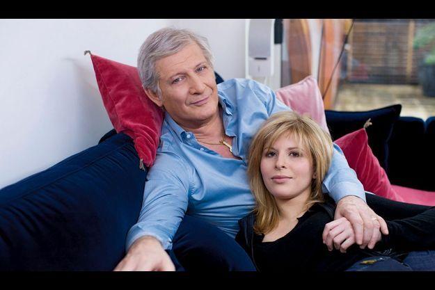 Ils ont en commun de n'avoir pas connu leur père. Lui qui a formé tant de jeunes dans ses émissions depuis 1988 livre ses secrets à Marie.