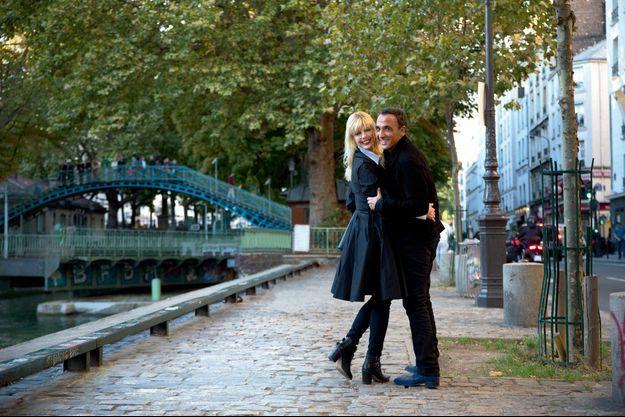 Promenade en amoureux au bord du canal Saint-Martin, à Paris, lundi 13 octobre. Nikos a grandi à Paris ; Tina, à Londres.