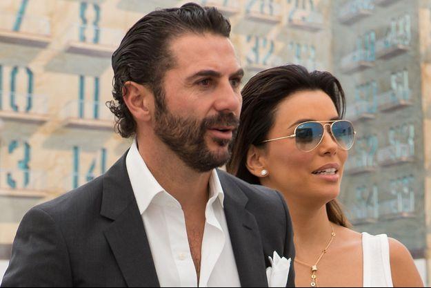 Jose Antonio Baston (G) et Eva Longoria à New York en mai 2014.
