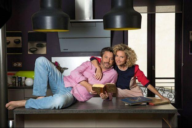 Avec sa femme, la comédienne Hélène Babu. Thibault de Montalembert est actuellement en tournée dans « Politiquement correct », la pièce de Salomé Lelouch.