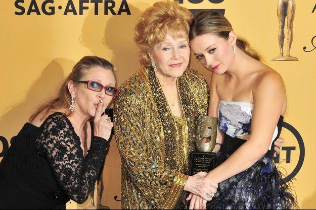Billie Lourd avec les deux femmes de sa vie, Carrie Fisher et Debbie Reynolds aujourd'hui disparues.