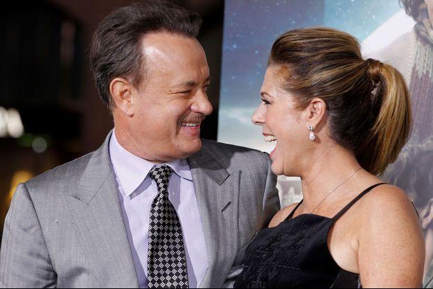 Tom Hanks, au bras de son épouse depuis trente-deux ans, l'actrice et chanteuse Rita Wilson, ici en octobre 2012.