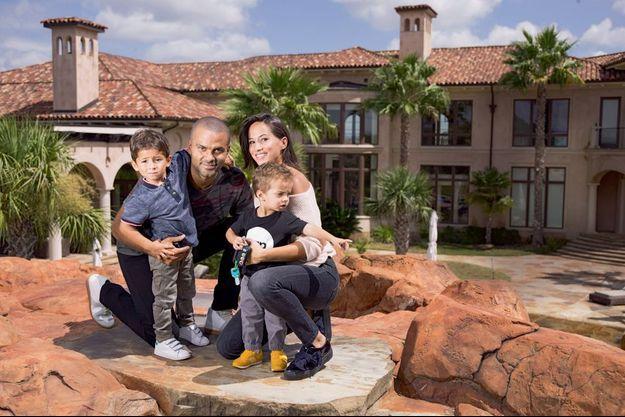 Avec Axelle, Josh, 4 ans, et Liam, 2 ans, dans leur propriété texane de 25 hectares, à San Antonio.
