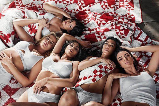 Les soeurs Kardashian-Jenner posent pour Calvin Klein