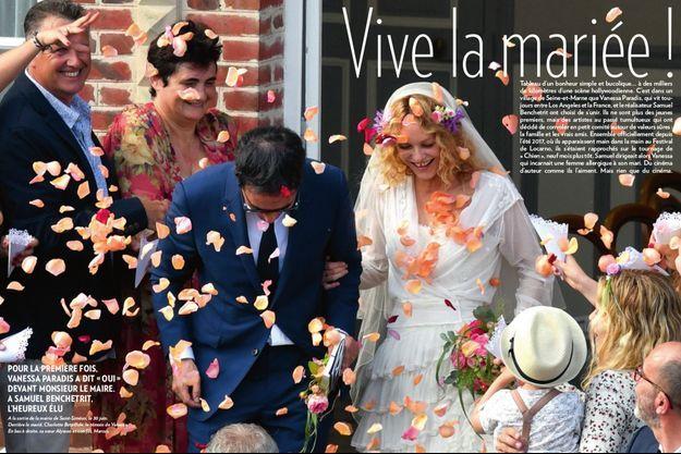 A la sortie de la mairie de Saint-Siméon, le 30 juin. Derrière le marié, Charlotte Betaillole, le témoin de Vanessa. En bas à droite, sa soeur Alysson et son fils, Marcus.