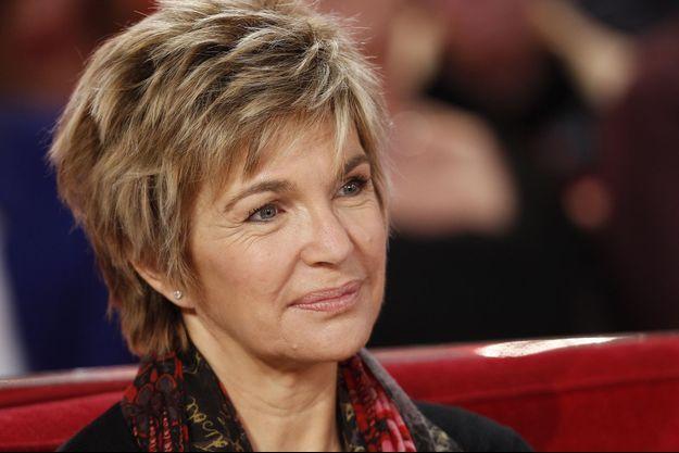 """Véronique Jannot sur le plateau de """"Vivement Dimanche"""", en novembre 2015."""