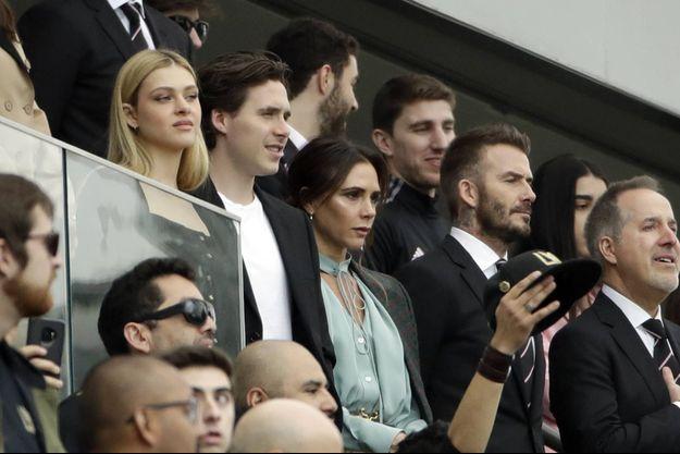 Victoria et David Beckham avec leur fils Brooklyn et la compagne de celui-ci, Nicola Peltz, lors du match opposant le Los Angeles Football Club face à l'Inter Miami CF, à Los Angeles le 1er mars 2020