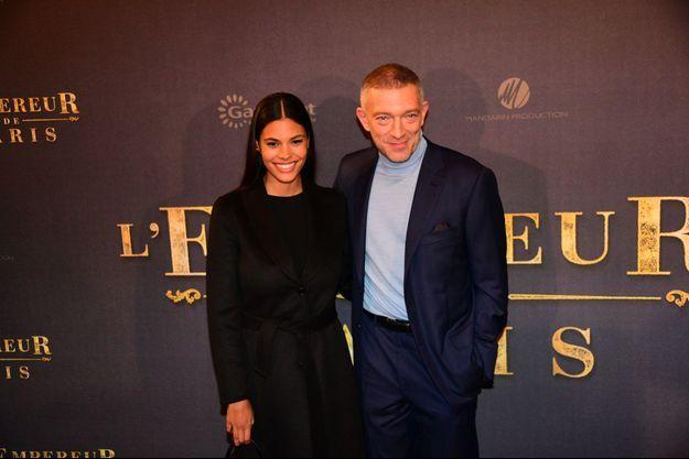 """Tina Kunakey et Vincent Cassel à l'avant-première de """"L'Empereur de Paris"""" le 10 décembre."""