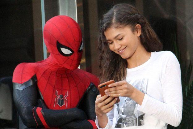 Tom Holland (en Spider-Man) et Zendaya.