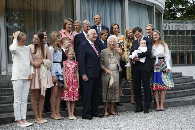 La photo de famille de la fête anticipée des 80 ans de l'ex-reine des Belges Paola à Waterloo, le 29 juin 2017