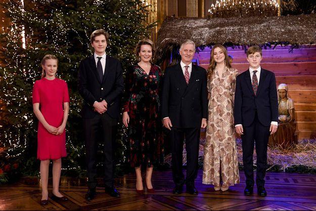 La reine Mathilde, le roi des Belges Philippe et leurs enfants à Bruxelles, le 16 décembre 2020