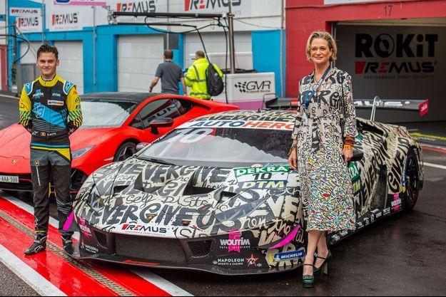 La princesse Delphine de Belgique avec Esteban Muth sur le circuit de Zolder, le 6 août 2021