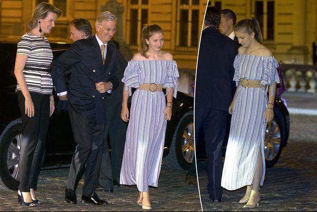 La princesse Elisabeth de Belgique avec ses parents la reine Mathilde et le roi des Belges Philippe le 21 juillet 2017