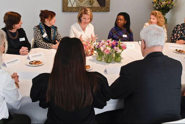 La reine des Belges Mathilde dialogue avec des femmes à Louvain, le 11 mars 2020