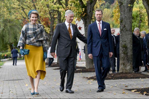 La reine Mathilde et le roi des Belges Philippe avec le grand-duc Henri de Luxembourg à Schengen, le 17 octobre 2019