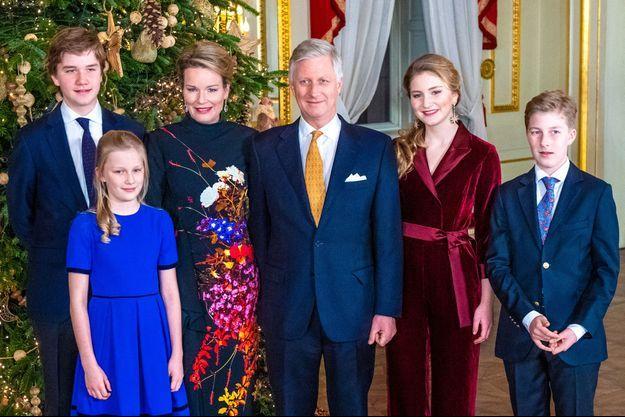 La reine Mathilde et le roi des Belges Philippe avec leurs enfants, le 18 décembre 2019