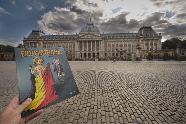La nouvelle bande dessinée de Charel Cambré devant le Palais royal à Bruxelles, le 18 septembre 2019