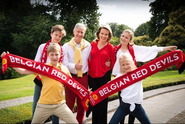 La reine Mathilde, le roi des Belges Philippe et leurs quatre enfants soutiennent l'équipe de Belgique de football pour la Coupe du Monde. Photo diffusée le 6 juillet 2018