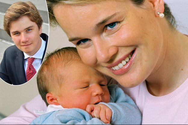 Le prince Gabriel de Belgique à 2 jours, le 22 août 2003, avec sa mère la princesse Mathilde. En vignette, portrait diffusé le 20 août 2020 pour ses 17 ans